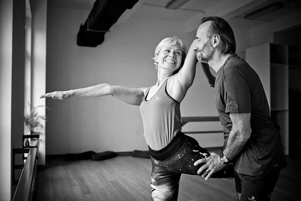 Instruktorzy jogi Joanna Jedynak i Adam Ramotowski