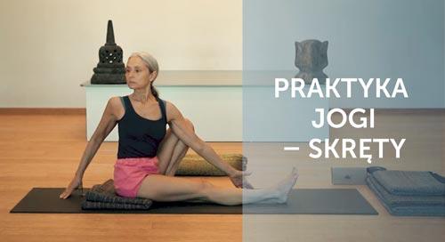 Joanna Jedynak ćwiczy pozycje skrętne jogi