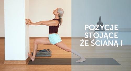 Joanna Jedynek cwiczy pozycje stojące jogi