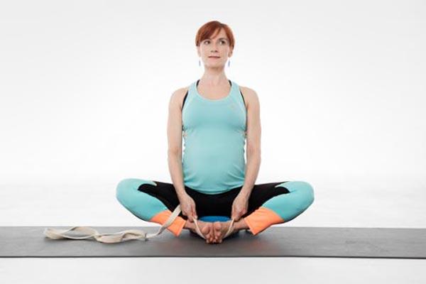 Baddha-konasana, ćwiczenia w ciąży, joga w ciąży Warszawa