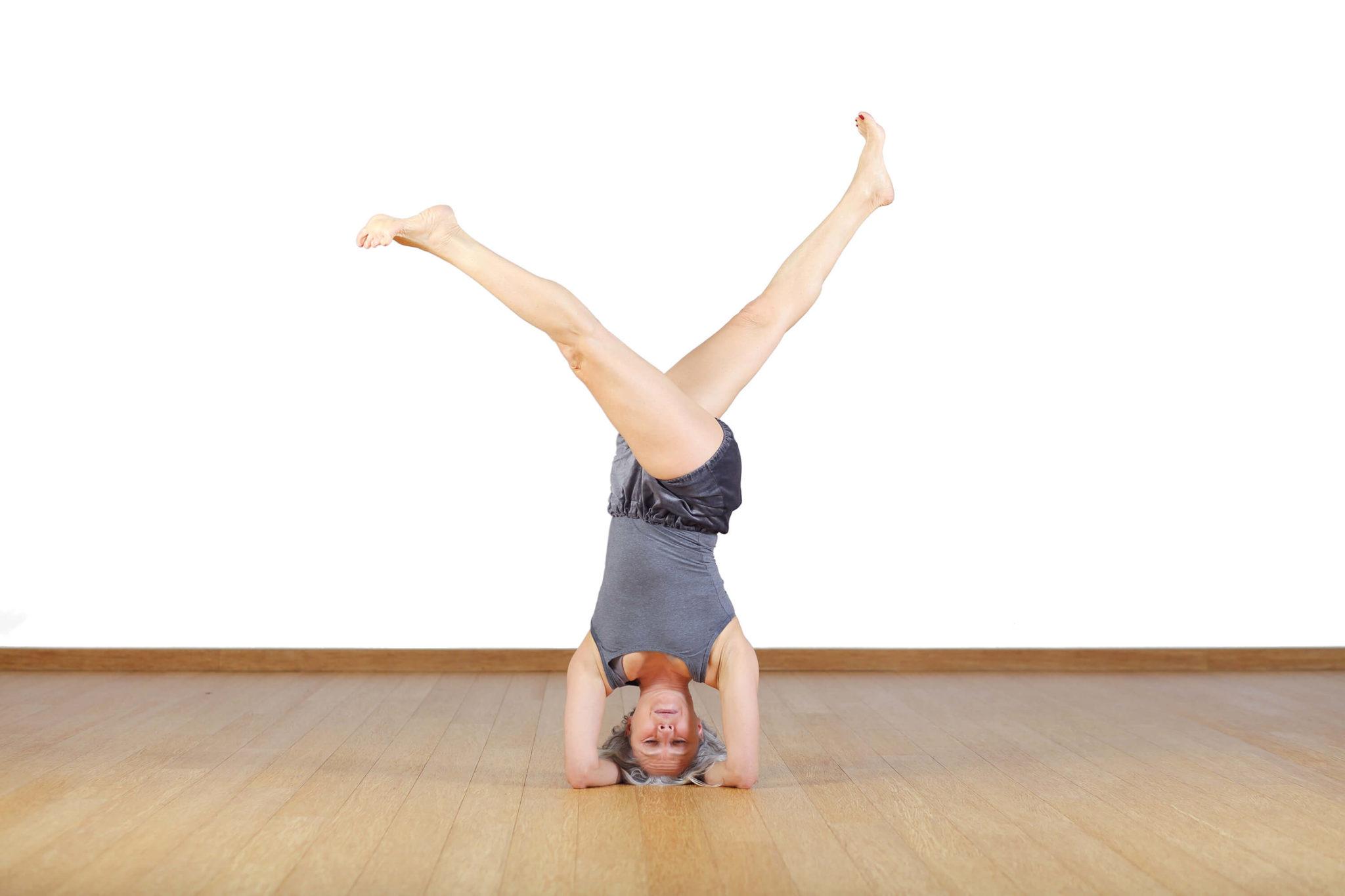 Pozycja jogi stanie na głowie
