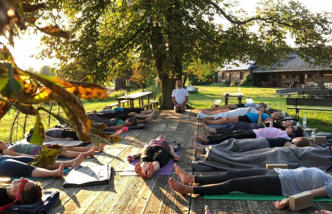 sierpniowy weekend z jogą w Zagrodzie Ojrzanów